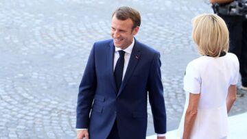Emmanuel Macron: quel est son secret pour avoir un costume impeccable même après plusieurs heures d'avion?