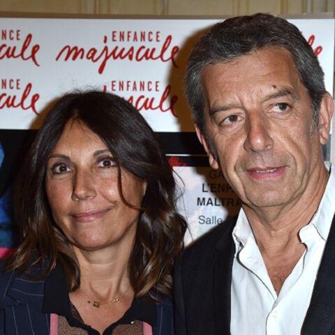 PHOTOS – Michel Cymes élégant et amoureux pour une rare sortie avec sa femme