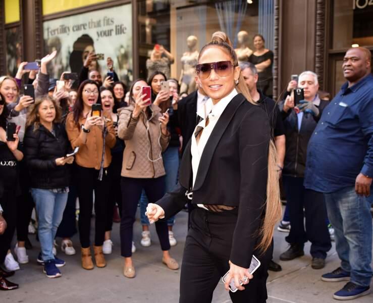 Jennifer Lopez fête la sortie de son nouveau single avec une coiffure particulière