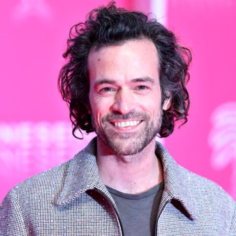 PHOTOS – Romain Duris ultra-stylé sur le « pink carpet » de Canneseries