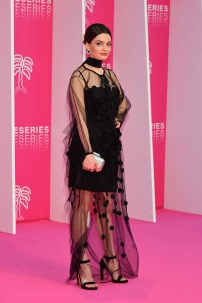 Côté look: robe Stella McCartney, sandales Rupert Sanderson qu'Emma, bijoux Talita
