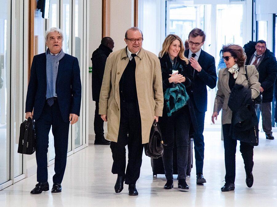 Dominique et Bernard Tapie entourent ses avocats Maître Temime et Maître Minkowski