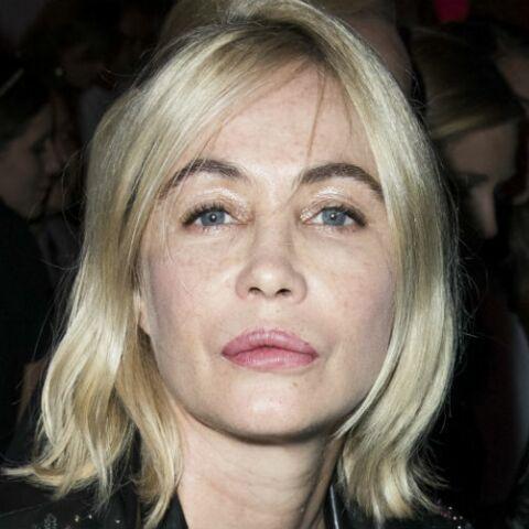 PHOTO – Emmanuelle Béart très décolletée, l'actrice rayonnante