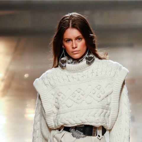 PHOTOS – Kaia Gerber recrée un look iconique de sa mère Cindy Crawford à Coachella