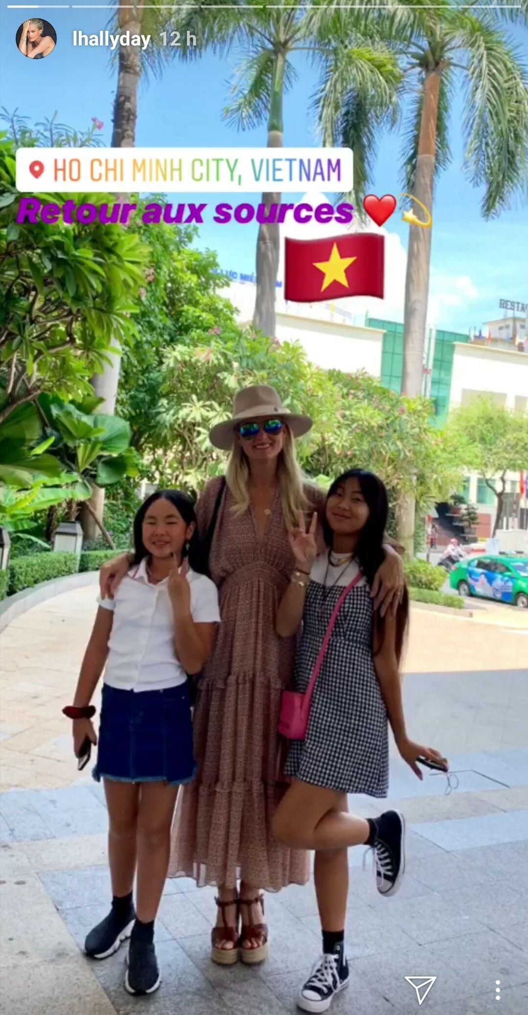 Laeticia et ses deux filles, Jade et Joy, à Saïgon, le 14 avril 2019.