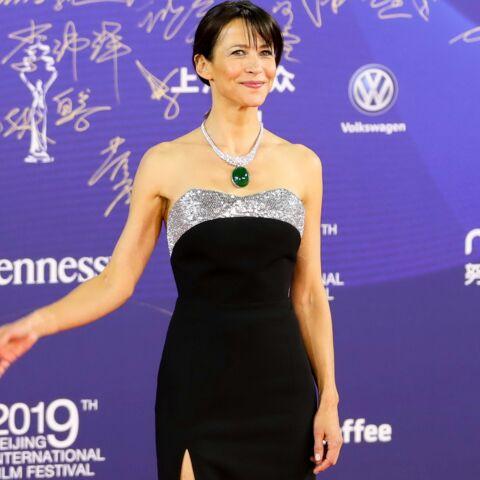 PHOTOS – Sophie Marceau, sexy en robe fendue, fait sensation à Pékin