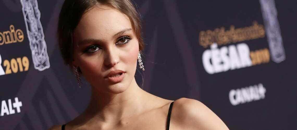 PHOTO – Lily-Rose Depp en cuir et perruque noire : ce look détonant qui surprend