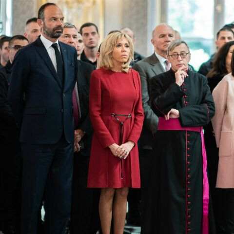 PHOTOS – Brigitte Macron, au rendez-vous pour remercier les pompiers mobilisés sur l'incendie de Notre-Dame