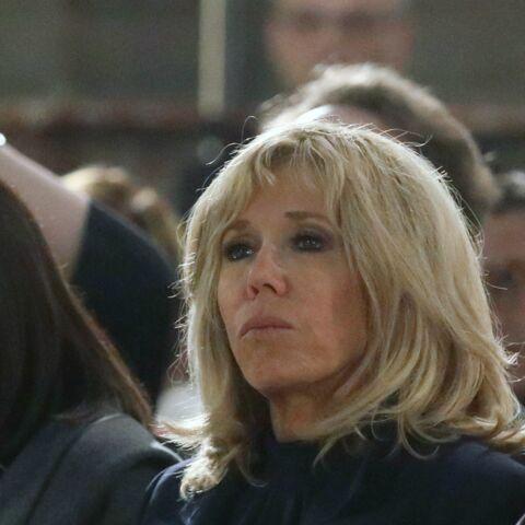 PHOTOS – Brigitte Macron, très émue au côté de Christophe Castaner lors de la messe chrismale à Saint-Sulpice