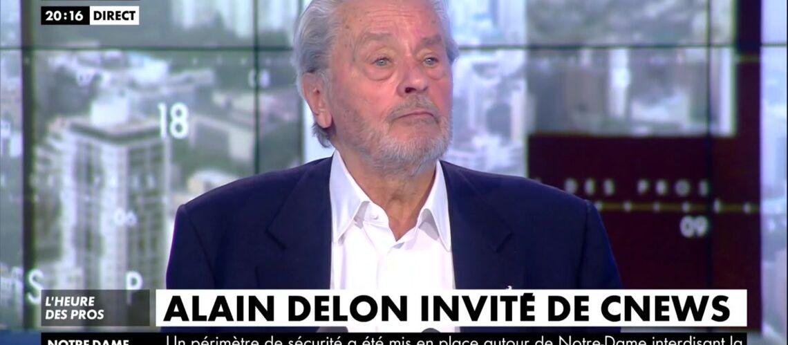 VIDEO – Alain Delon: comment, selon lui, les femmes l'ont supplié de devenir acteur alors qu'il n'y connaissait rien - Gala