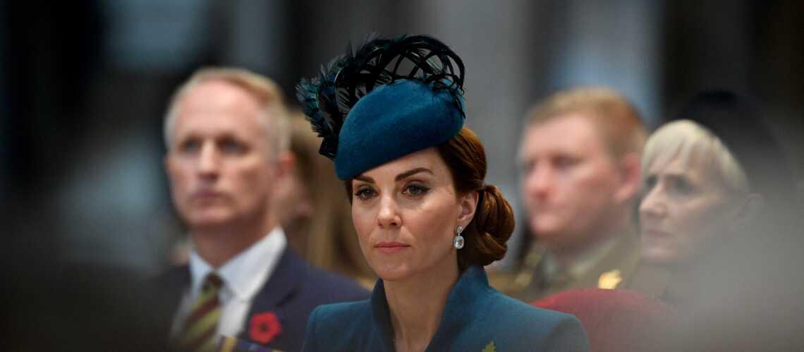 PHOTOS – Kate Middleton très élégante dans un luxueux manteau sur-mesure et chignon sophistiqué - Gala