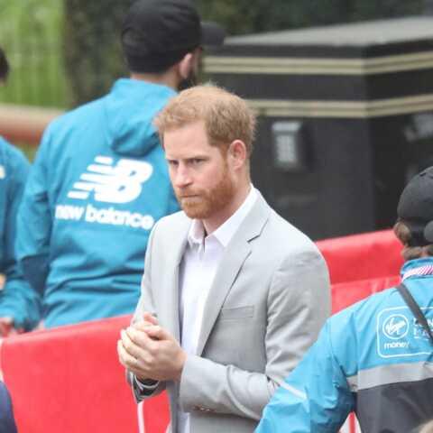 PHOTOS – Le prince Harry anxieux? Au marathon de Londres, le futur papa est apparu souriant mais tendu