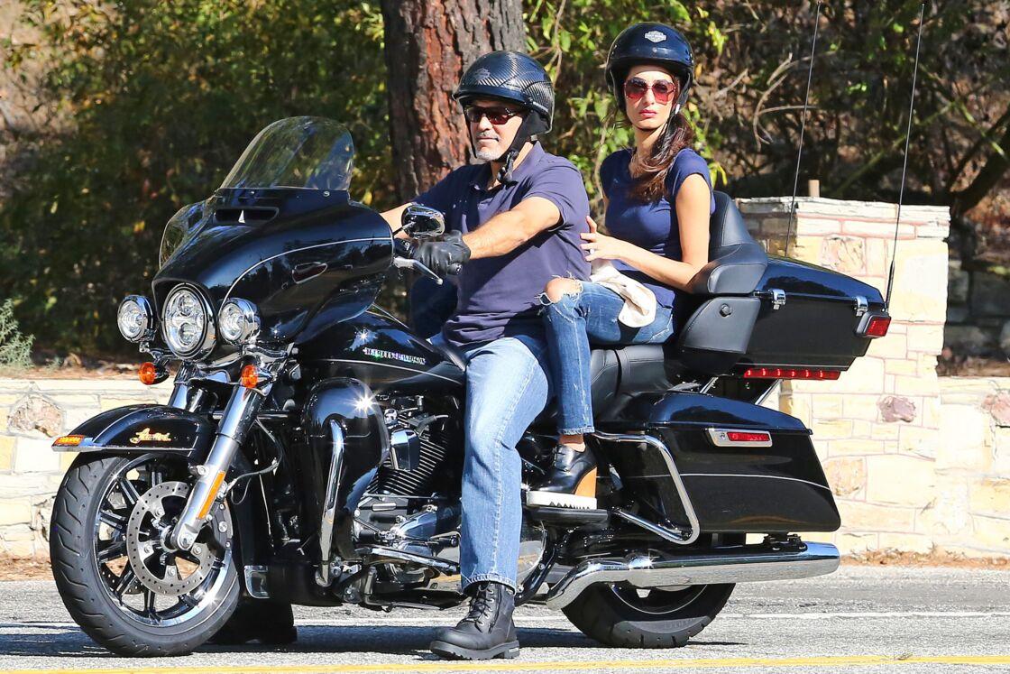 George et Amal Clooney à moto