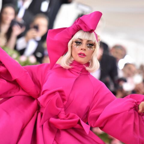 PHOTOS – Lady Gaga affole le Met Gala en lingerie sexy sur le tapis rouge