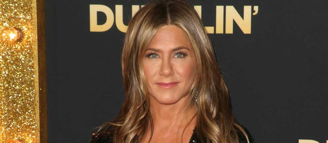 Jennifer Aniston Pose Topless Et Casse Son Image