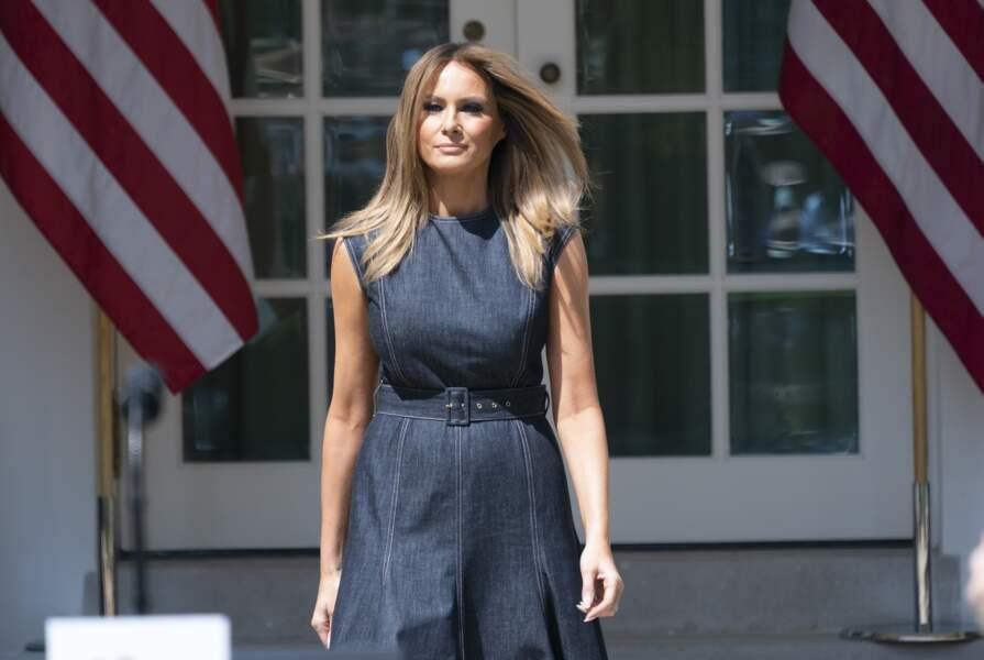 Melania Trump a choisi une robe en jean Emilia Wickstead, l'une des créatrices fétiches de Kate Middleton