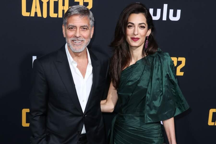 Amal Clooney portait une paire d'escarpins noirs et transparents lors de cette avant-première