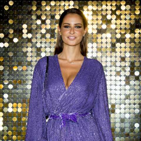PHOTOS – Malika Ménard en robe courte et cuissardes, la Miss fait sensation