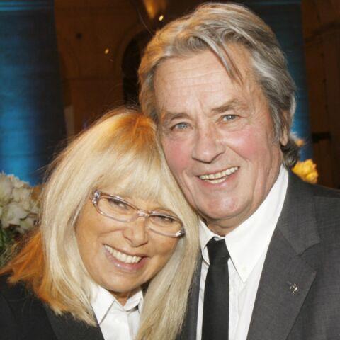Alain Delon, en froid avec ses fils, mais attaché au souvenir de Mireille Darc: ce détail bouleversant chez lui