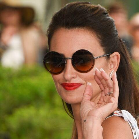 PHOTOS – Cannes 2019: Penélope Cruz surprend avec une micro-robe et de longues extensions blondes
