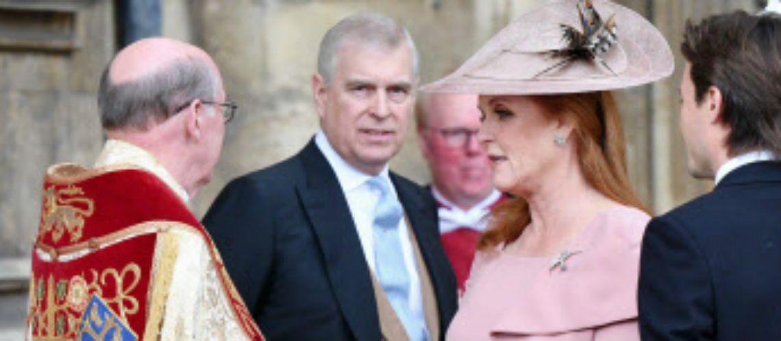 PHOTOS – Mariage de Gabriella Windsor: Sarah Ferguson s'incruste au bras du prince Andrew - Gala