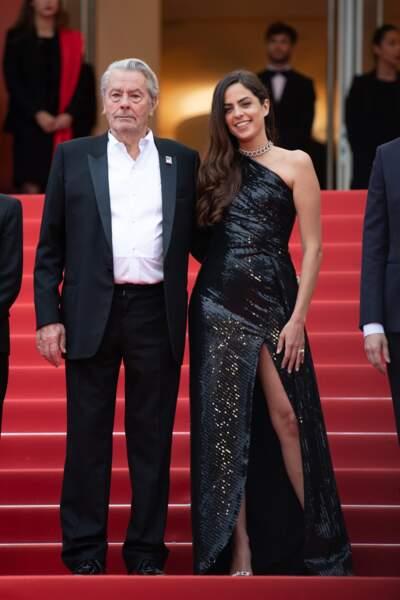 """Alain Delon et Anouchka Delon lors de la montée des marches du film """"A Hidden Life"""" à Cannes, le 19 mai 2019"""