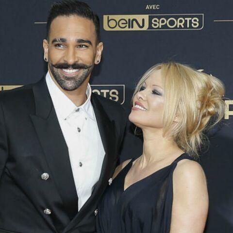 PHOTOS – Pamela Anderson et Adil Rami, amants sexy et complices, lors d'une remise de prix