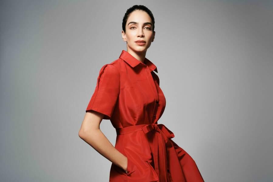 La présentatrice Jessica Kahawaty porte une robe de The Outnet dans le style de Meghan Markle.