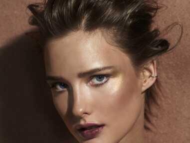 PHOTOS - Maquillage : toutes les astuces pour un maquillage doré et cuivré