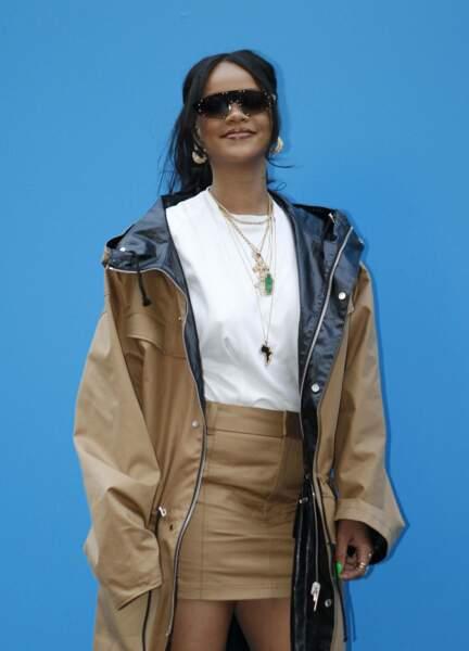 """Rihanna radieuse au """" Fenty store"""" à Paris qui présente sa collection en exclusivité dès le 24 mai"""