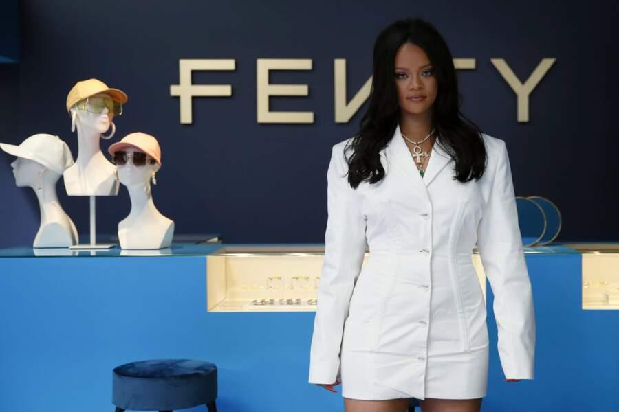 Rihanna pose pour le la,ncement de sa marque, en exclu en France le 24 mai 2019