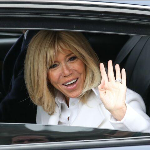 PHOTOS – Brigitte Macron, très élégante en caban blanc, a voté au Touquet