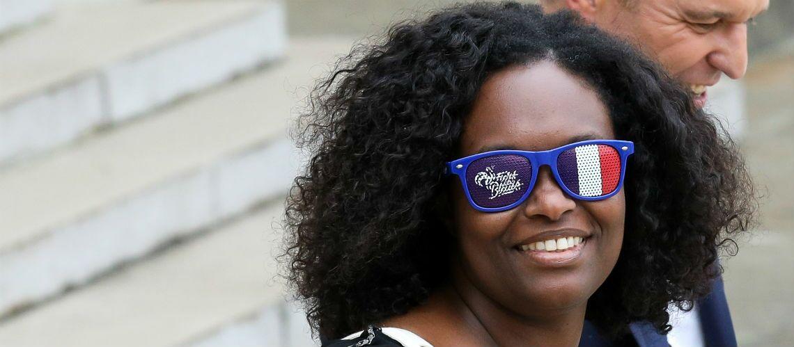 PHOTOS – Sibeth Ndiaye fait le show avec un accessoire étonnant à sa sortie du conseil des ministres - Gala
