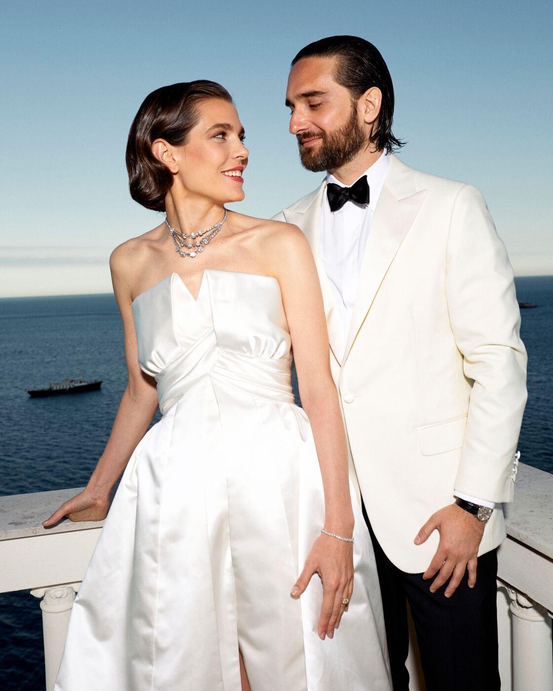 Charlotte Casiraghi a choisi une robe de mariée Chanel pour le soir de son mariage et portait le collier de sa grand-mère, Grace Kelly