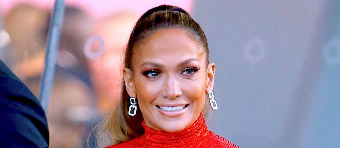 PHOTOS – Jennifer Lopez dévoile ses impressionnants abdos dans une robe de princesse tangerine - Gala