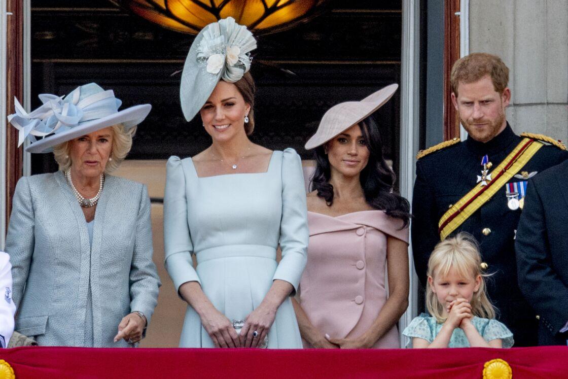 Kate Middleton et Meghan Markle, entourées de Camilla et Harry, au balcon de Buckingham pour la parade Trooping The Colour, le 9 juin 2018.