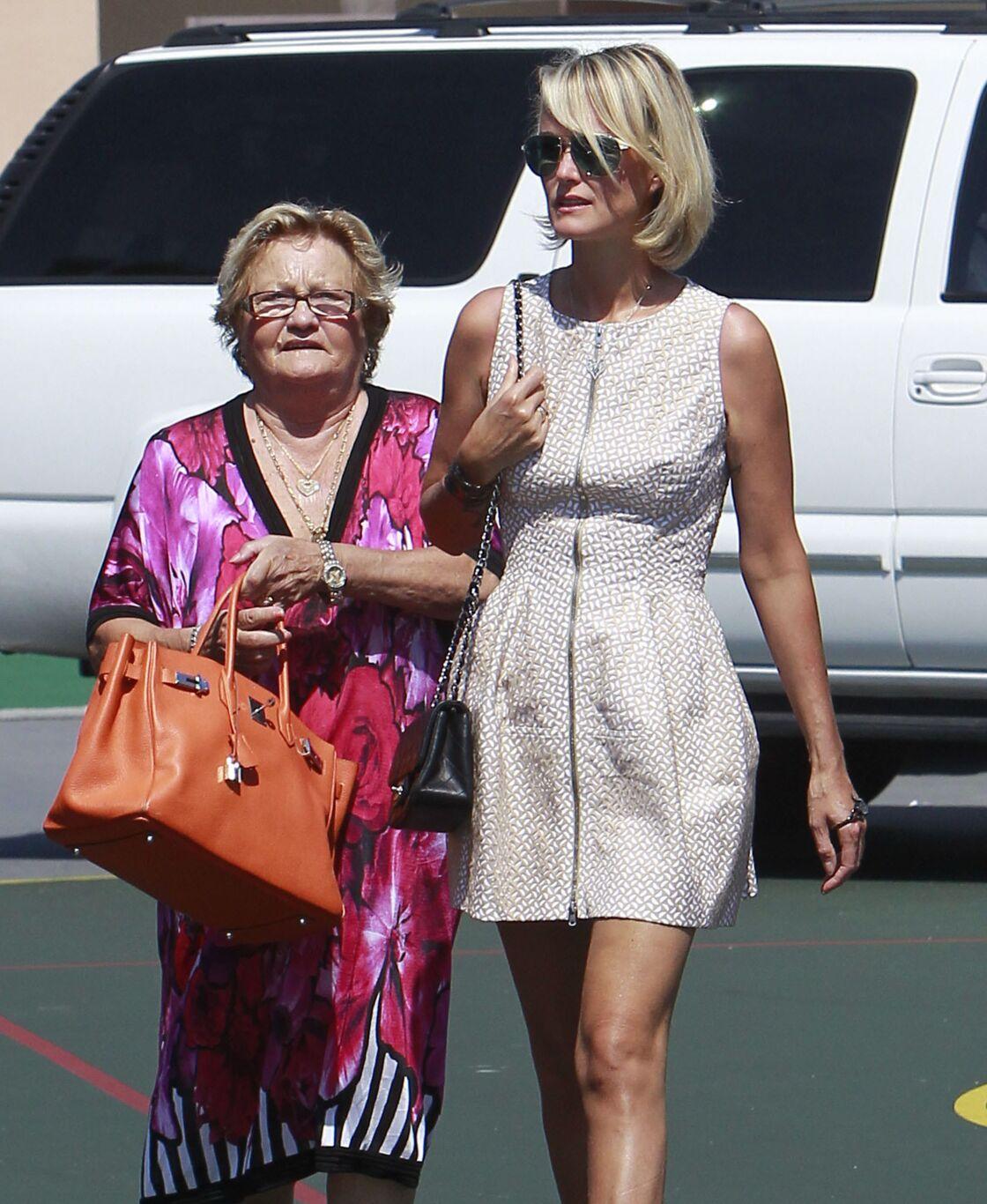 Elyette Boudou et sa petite-fille Laeticia Hallyday, à Los Angeles, en 2012.