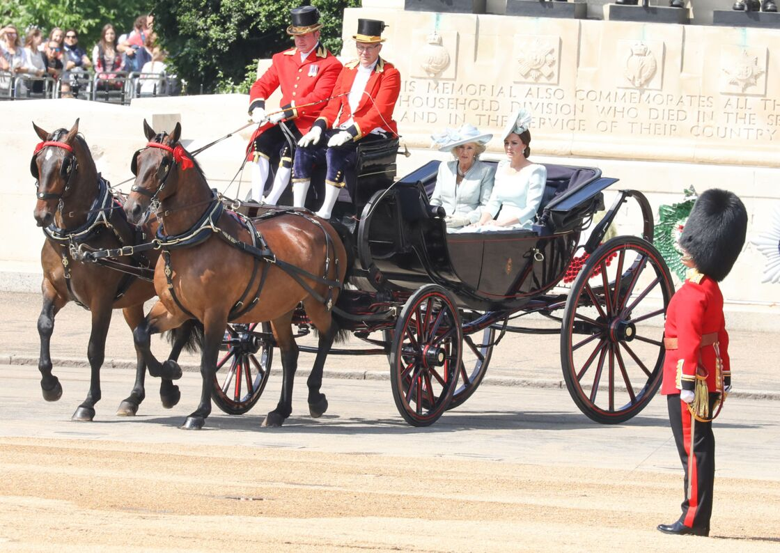 Kate Middleton et Camilla rejoignant Buckingham pour assister à la parade Trooping The Colour, le 9 juin 2018.