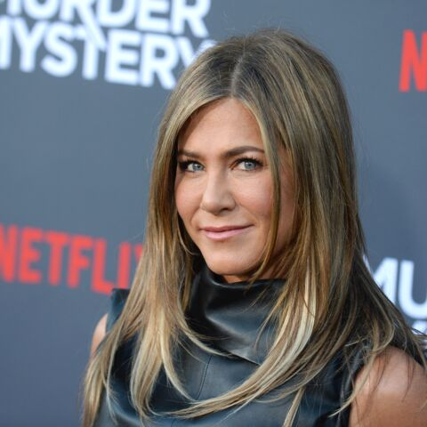 PHOTOS – Jennifer Aniston bronzée et sexy en robe courte en cuir