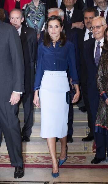 La reine Letizia d'Espagne porte une jupe Hugo Boss à Madrid le 13 juin 2019.