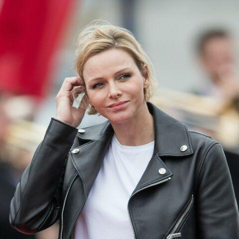 PHOTOS – Charlene de Monaco radieuse avec une coiffure naturelle et le blond de l'été 2019