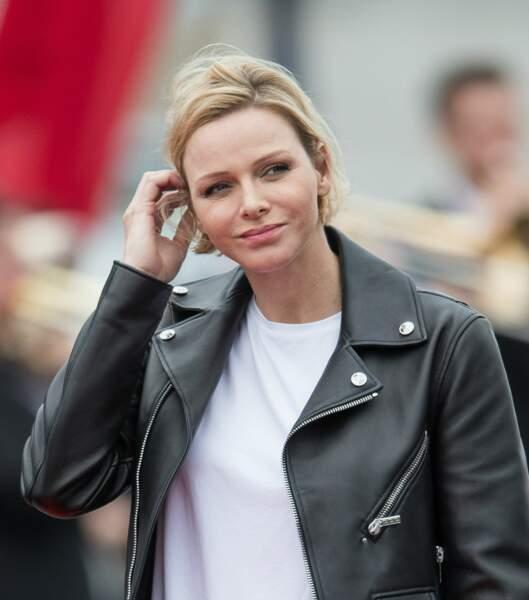 En perfecto et cheveux courts décoiffés, Charlene de Monaco a provoqué l'étonnement aux 24H du Mans