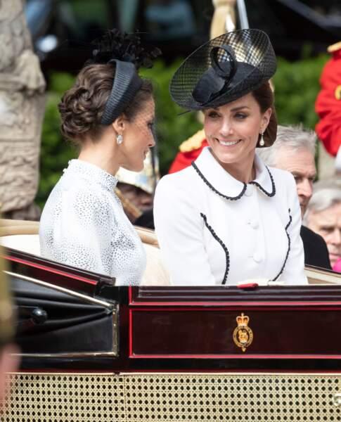 Si Twitter les pense rivales, Letizia d'Espagne et Kate Middleton cultivent la même passion des coiffures chics