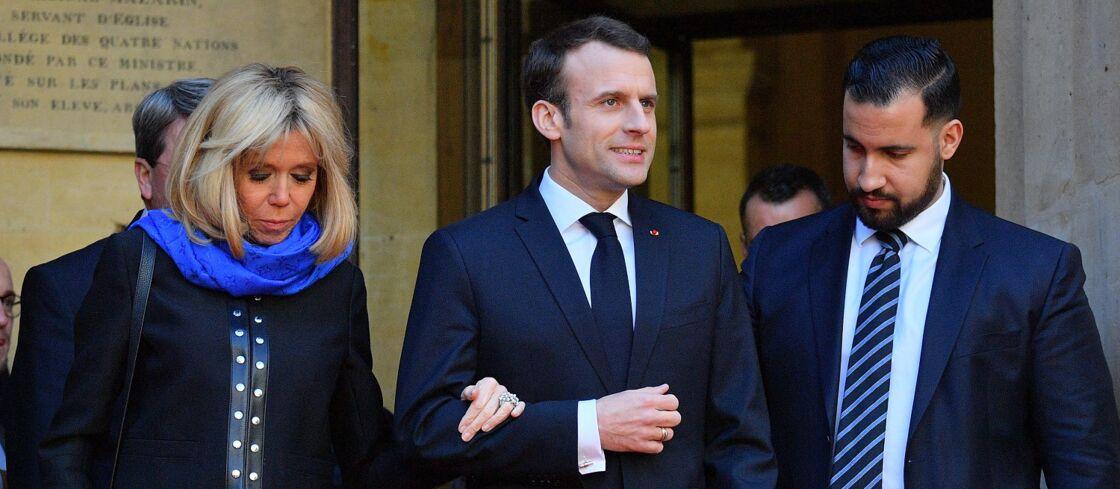 Brigitte et Emmanuel Macron aux côtés d'Alexandre Benalla, à Paris, en 2018.