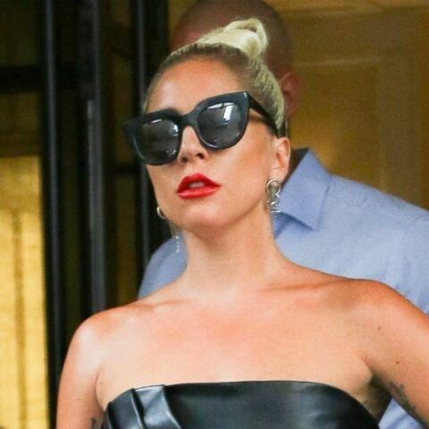 PHOTOS – Lady Gaga assume son côté femme fatale en micro-brassière et jupe longue en cuir