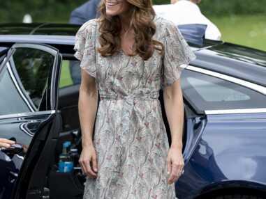 PHOTOS - Kate Middleton ose un look gypsy chic, alors qu'elle reçoit un nouvel honneur de la reine