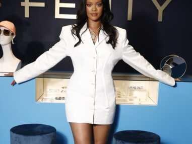 PHOTOS - Rihanna canon avec les cheveux d'un rouge flamboyant