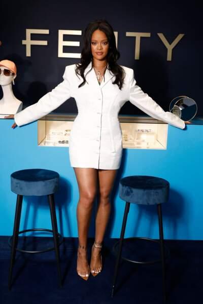 Fini les cheveux bruns pour Rihanna !