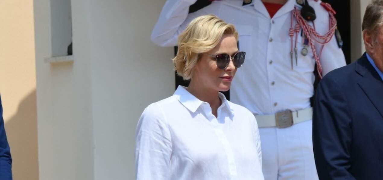 Charlène de Monaco radieuse avec ses cheveux courts coiffés de façon très naturelle