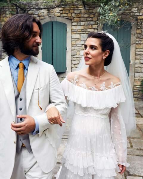 le chignon chic sousle voile et la bouche rosée de Charlotte Casiraghi pour son mariage religieux le 29 juin 2019